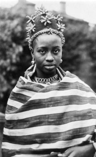 Queen Han Akenzua II-on trip to London 1956
